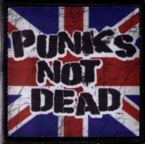 PUNKS NOT DEAD 02 - Britská vlajka v pozadí