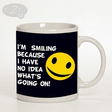 I'M SMILING BECAUSE... - Nápis so smajlíkom